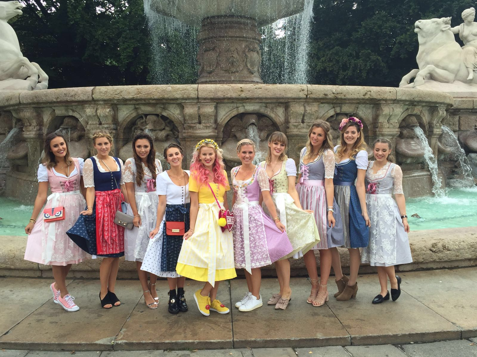 blogwalk-wiesn-2016-limberry-dirndl-gruppe